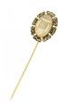 Kråsnål av guld med ovalt huvud av agat med däri skuren lyra, från 1844 - Livrustkammaren - 97869.tif