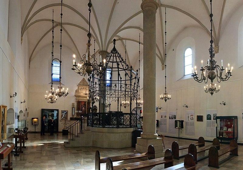 Intérieur de la Stara synagoga de Cracovie aujourd'hui. Photo de Ludvig14