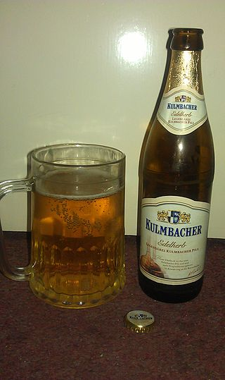 https://upload.wikimedia.org/wikipedia/commons/thumb/c/c0/Kulmbacher_Edelherb_Pils.jpg/320px-Kulmbacher_Edelherb_Pils.jpg