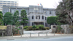 Kumamoto university headquarters building 1.jpg