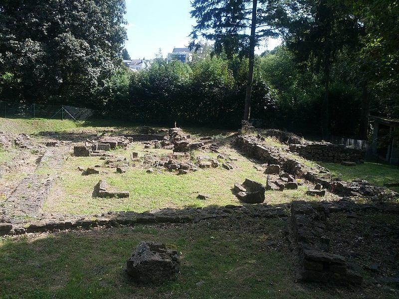 L'intégralité des vestiges de l'ancienne église Saint-Martin et des vestiges gallo-romains (M)