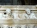 Laon (02), église Saint-Martin, bas-côté sud, chapelle devant la 7e travée, clôture, entablement - têtes d'Apôtres.jpg