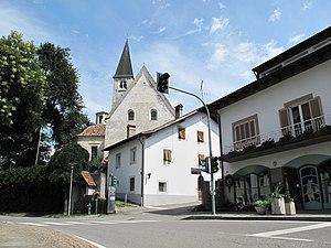 Latsch - Image: Latsch, monumenale kerk (Dm 15656) in straatzicht foto 1 2012 08 12 14.16