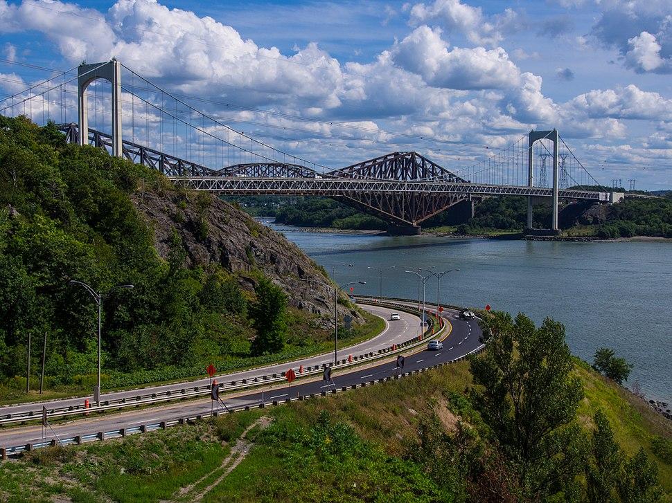 Le pont de Qu%C3%A9bec et le pont Pierre-Laporte vus du boulevard Champlain