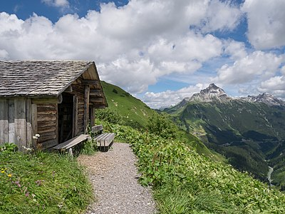 Shelter between Bürstegg and Steffisalpe, a bench, views over the Lech valley and Biberkopf mountain. Lech/Warth, Vorarlberg, Austria