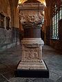 Liège, cloîtres de la Cathédral St-Paul, élements d'une colonne du Palais des Princes-Évêques2.jpg