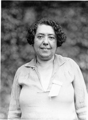 Lina Stern - Image: Lina Solomonova Stern (1878 1968) (8492388852)
