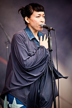Little Dragon live at Parklife, Sydney 2011.jpg