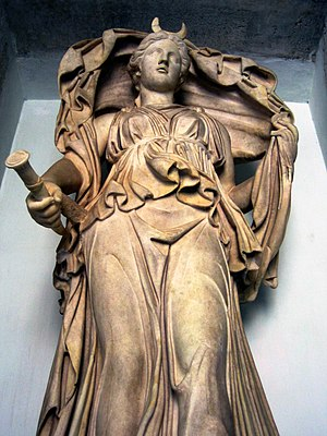 Luna (goddess) - Statue of Luna