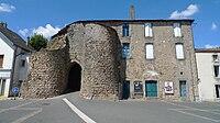 MAULEON. France. Département des deux Sèvres. Entrée des fortifications.jpeg