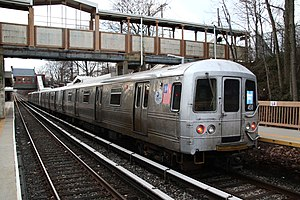 R44 (New York City Subway car) - An R44 train on the Staten Island Railway at Oakwood Heights.