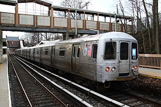 Staten Island Railway - A Staten Island Railway local train of R44s at the Oakwood Heights station