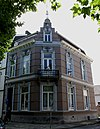 foto van Woonhuis met veestal in eclectische stijl, gebouwd in opdracht van A. Markens.