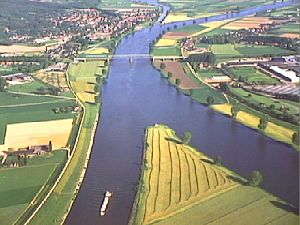 Maas–Waal Canal - Aerial view of the river Maas and the Maas–Waal Canal near Heumen