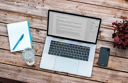 512px MacBook Pro 2016 %28Unsplash%29 5