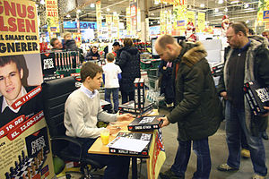 Minichess - Magnus Carlsen promoting 5×6 chess variant Chess Attack
