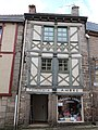 Maison à pans de bois, place du Martray (Moncontour).jpg