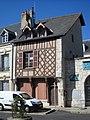 Maison à pans de bois (Beaugency).JPG