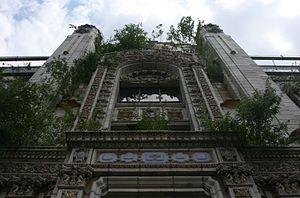 Majestic Theatre (East St. Louis, Illinois) - The front facade of the theatre, now overgrown with weeds
