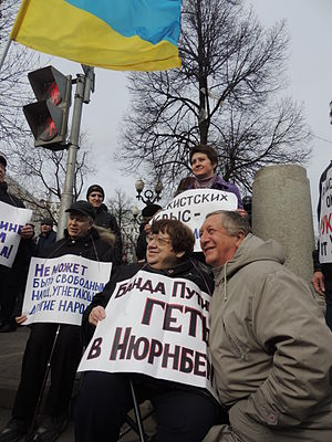 300px-March_of_Peace_%282014-03-15%2C_Moscow%29_Novodvorskaya_and_Borovoy_3.JPG