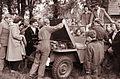 Mariborska šolska mladina je obiskala vojašnico Franc Rozman Stane 1960.jpg