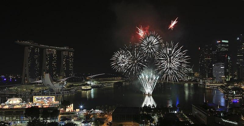 File:Marina-Bay Singapore Firework-launching-CNY-2015-05.jpg