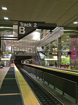 Jefferson Station (SEPTA) - Image: Market East Platform Large