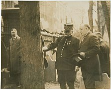 Marshal Joffre and Mayor at Franklin's Grave, Phila Pa