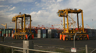 Straddle carrier - Image: Melbourne swanston dock container carrier