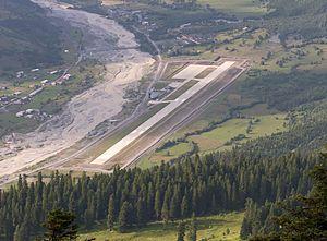 Queen Tamar Airport - Airport runway