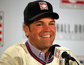 Mike Piazza answers a question during the HOF news conference.jpg