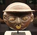 Moche (perù), maschera con pendente d'oro al maso e occhi di conchiglia, 100-200 dc ca.jpg