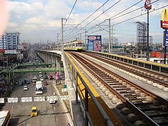 Roosevelt LRT station - Image: Mrtrooseveltjf