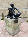 Mujer sentada (Oviedo).jpg