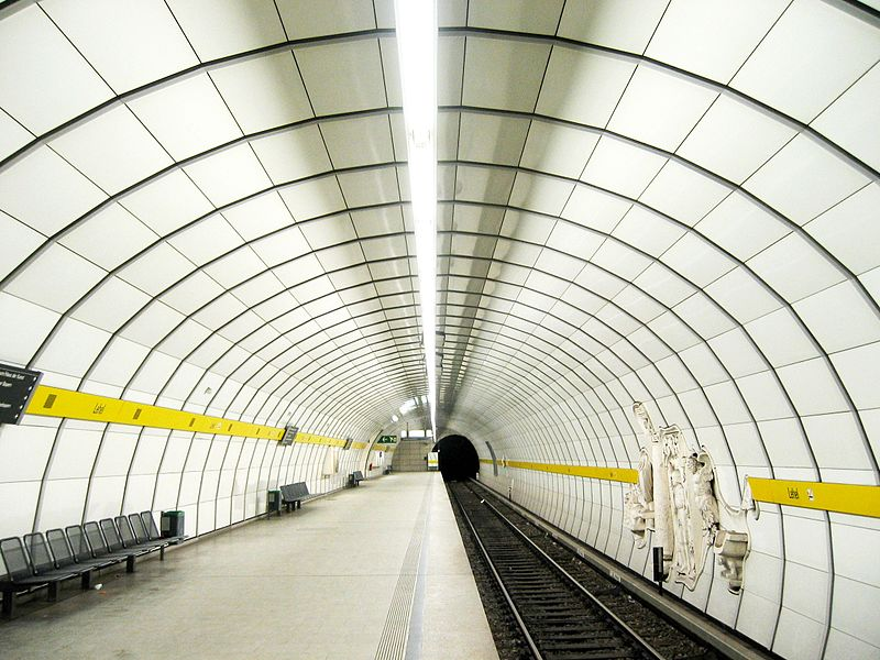 Файл:Munich subway Lehel.jpg