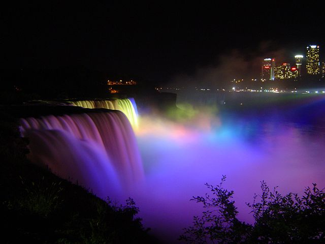 Niagara Dance of Lights By Oguntona Remshell (Own work) [Public domain], via Wikimedia Commons