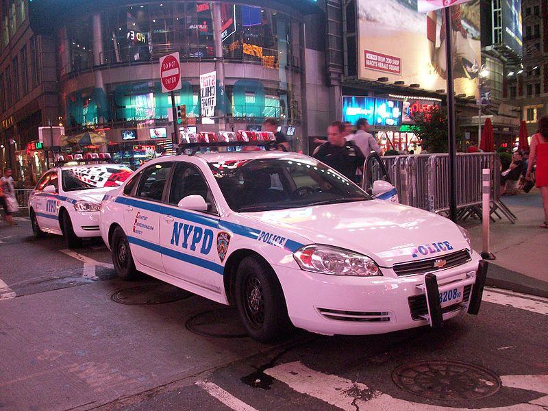 https://upload.wikimedia.org/wikipedia/commons/thumb/c/c0/NYPD_car_Chevrolet_Impala-2.JPG/800px-NYPD_car_Chevrolet_Impala-2.JPG