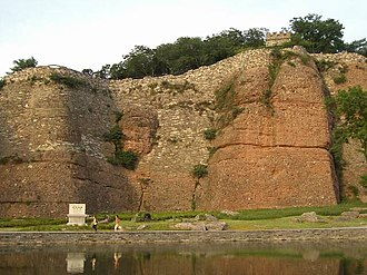 Chinese city wall - The Stone City is a wall in Nanjing dated to the Six Dynasties (220~589). Almost all of the original city is gone, but portions of the city wall remain. Not to be confused with the City Wall of Nanjing.