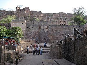 Sawai Madhopur - Naulkha gate, Ranthambor Fort