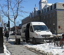 Voiture qui fait la navette entre les bibliothèques de Montréal