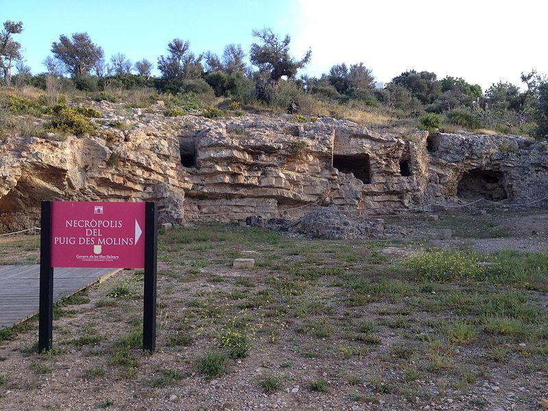 800px-necropolis_del_puig_des_molins2c_ibiza