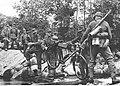 Niemieccy żołnierze podczas przeprawy przez strumień (2-383).jpg