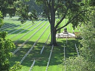 North Memphis, Memphis, Tennessee - Image: Nutbush Memphis TN 14 National Cemetery from Jackson Ave bridge