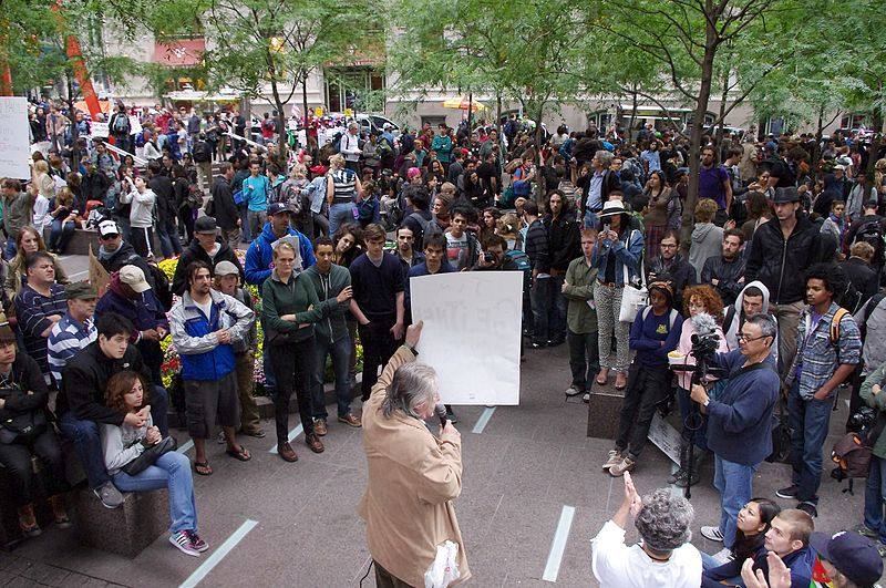 Archivo:Occupy Wall Street Crowd 2011 Shankbone.JPG