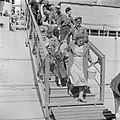 Ontschepen van emigranten (oliem) uit Bulgarije van het transportschip Bulgaria , Bestanddeelnr 255-1141.jpg
