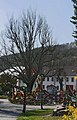 Osterbrunnen mit Osterkrone Berga Elster 2019 10.jpg