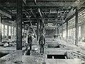 Ouvriers de l'usine Price dans la salle des broyeurs.jpg