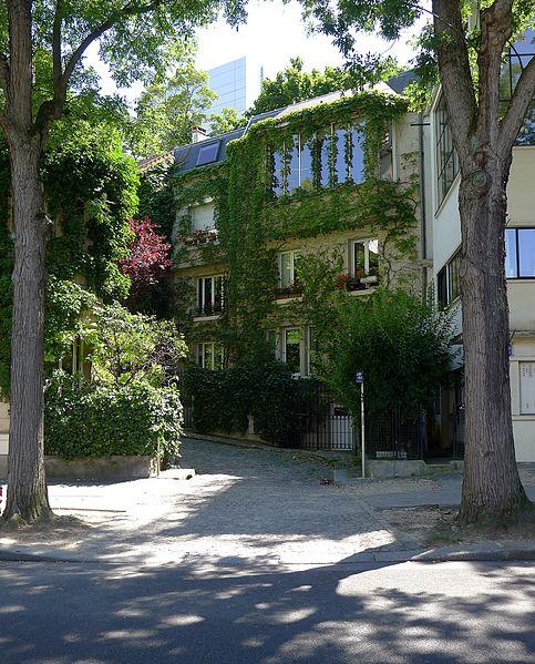 Fichier:P1110724 Paris XIV square de Montsouris et avenue de Reille rwk.JPG