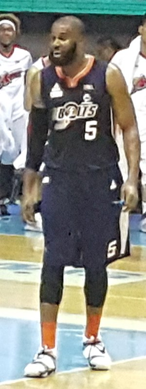 Arinze Onuaku - Onuaku during his stint with the Meralco Bolts.