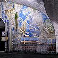 Panneau de céramique conçu par Henri Rapin en 1934 et installé à un bout de la station de métro Pont de Sèvres, 2015.jpg